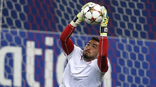 Roberto, en un entrenamiento con Olympiakos