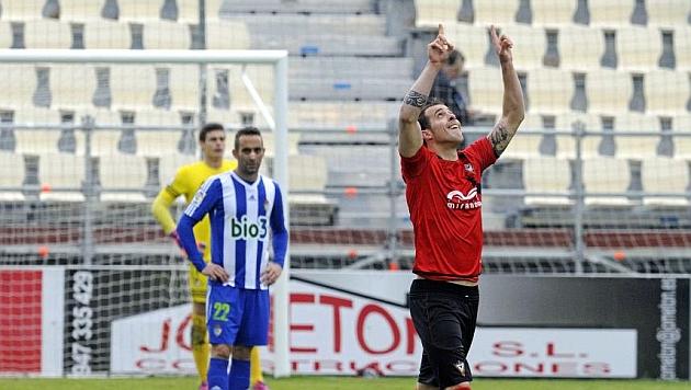Urko Vera celebra el gol marcado la pasada temporada a la Ponferradina