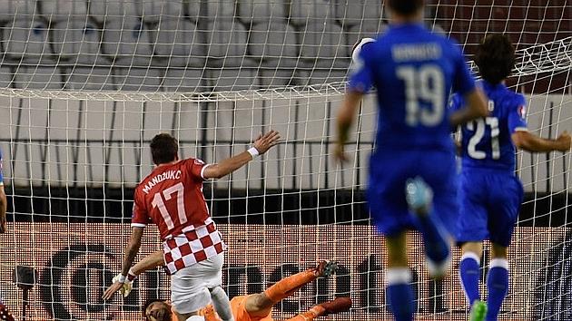 Mario Mandžukić en el partido contra Italia.