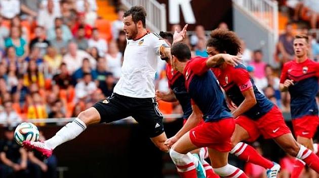 Álex López durante un partido con el Valencia Mestalla la pasada temporada