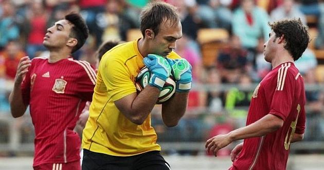 Dmitrovic, frente a España con la selección Sub21 de Serbia.