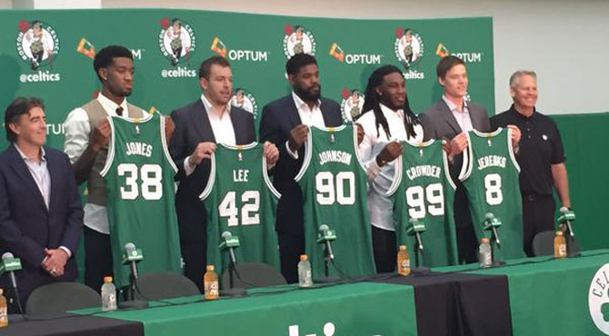 Perry Jones, David Lee, Amir Johnson, Jae Crowder y Jonas Jerebko