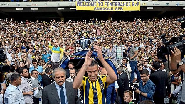 Van Persie, en su presentación con el Fenerbahçe