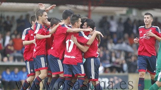 El Osasuna celebra el gol de José García ante el Eibar.