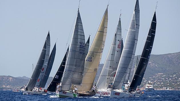 La flota en acción durante la primera jornada