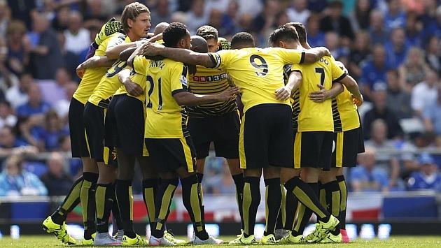 Los jugadores del Watford se conjuran antes del debut en Goodison Park.