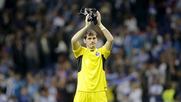 Untroubled debut for Iker Casillas