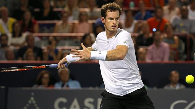 Murray devuelve una pelota a Nishikori en el partido de semifinales de Montreal