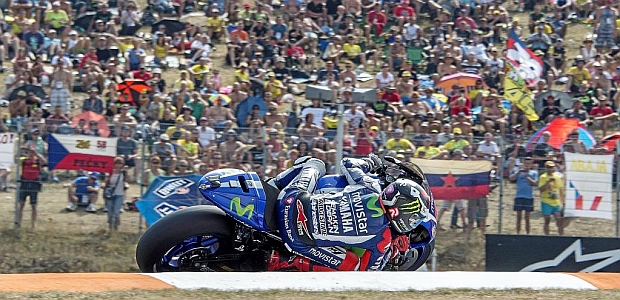 Lorenzo deja tocado a Rossi