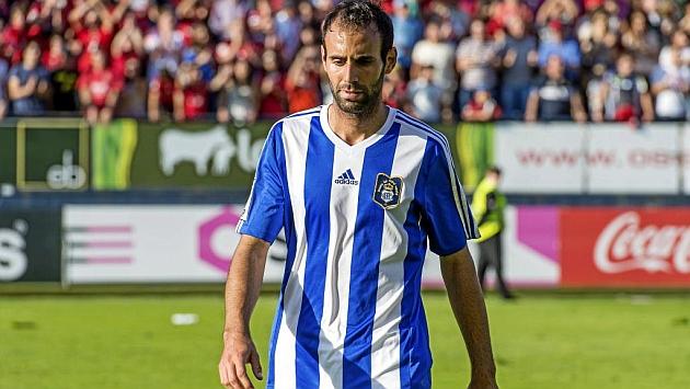 Víctor Díaz en un partido con el Recre en El Sadar