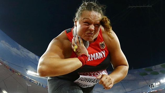 Christina Schwanitz sucede a la ausente Adams como reina del peso
