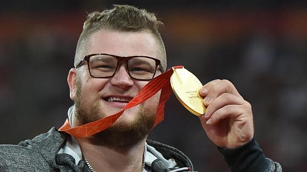 El atleta polaco con la medalla protagonista