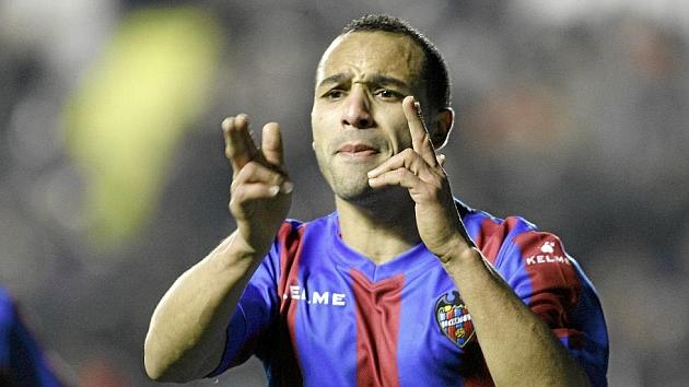 Nabil El Zhar celebra uno de los goles marcados la temporada pasada con el Levante