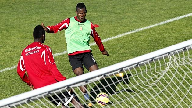 Cedric Omoigui en un entrenamiento con el Mallorca.