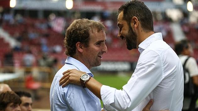 Jagoba Arrasate saluda a Pablo Machín antes del partido de Montilivi