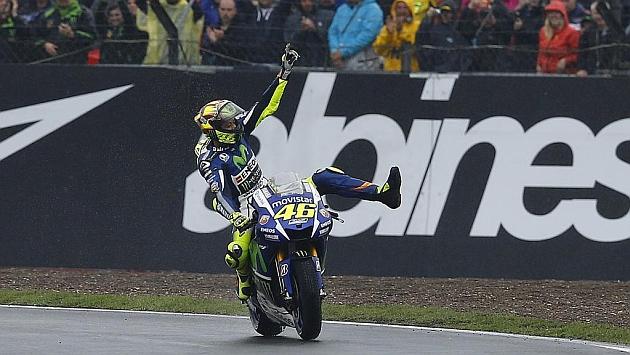 Rossi da un golpe al Mundial y Márquez se despide del título