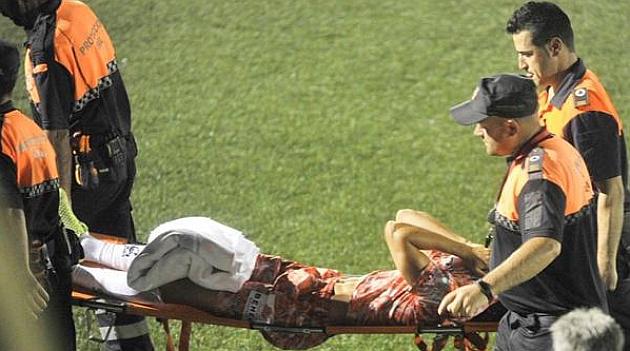Luis Milla en el momento que se produce su lesion