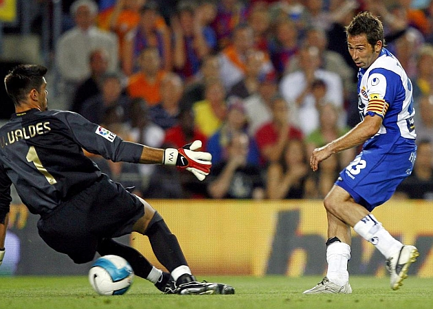 Tamudo bate a Víctor Valdés para hacer el 2-2 en el Camp Nou en junio del 2007