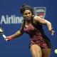 Serena Williams puso suspense antes de alcanzar los octavos junto con Venus