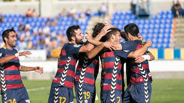 Los jugadores del Llagostera celebran un gol.