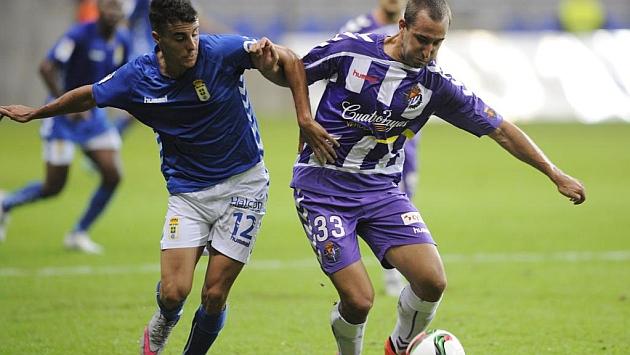 Aguirre y Ángel luchan un balón
