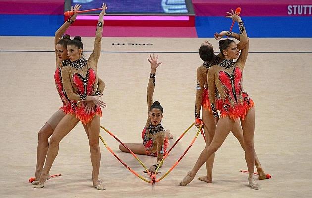 El conjunto español, en la posición inicial del ejercicio mixto. Foto: IMAGO