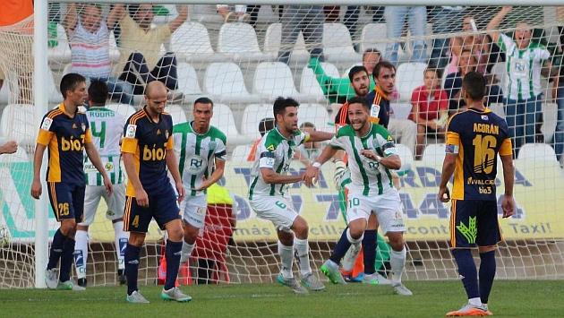 Florin celebra el gol que le dio la victoria al Córdoba ante la Ponferradina.