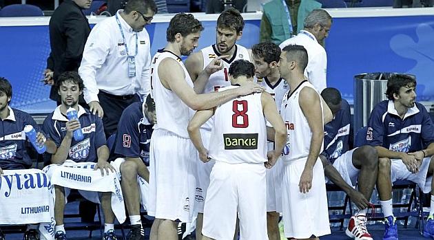 Pau Gasol, Marc Gasol, Rudy Fernández, Juan Carlos Navarro y Calderón en 2011