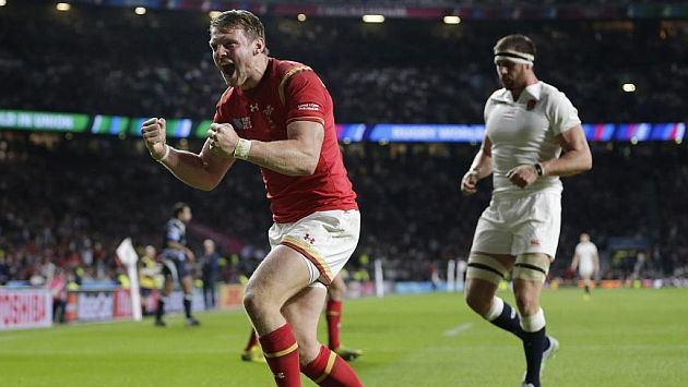 Un decisivo Dan Biggar celebra el triunfo de Gales sobre Inglaterra en Twickenham