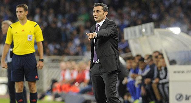 Valverde da órdenes desde la banda