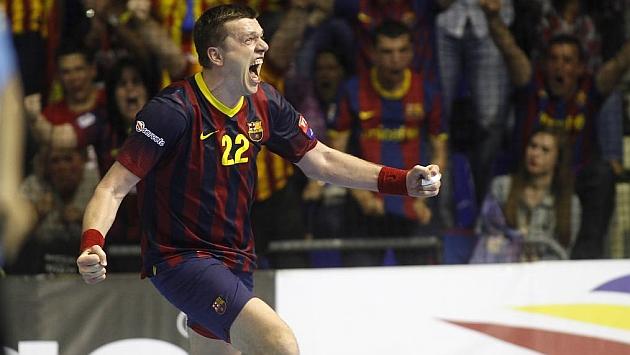 Siharei Rutenka, celebrando un gol en el Palau Balugrana.