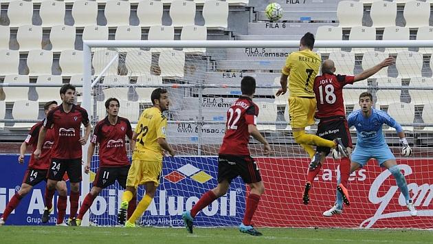 Imagen del duelo entre el Mirandés y el Girona