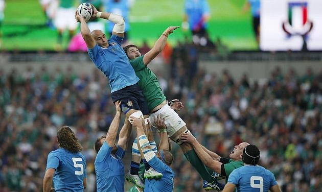 Sergio Parisse conquista la 'touche' ante el irlandés Iain Henderson en el Olímpico de Londres