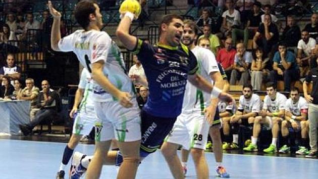 El Bm. Cangas encadena ante el Huesca su cuarta victoria seguida