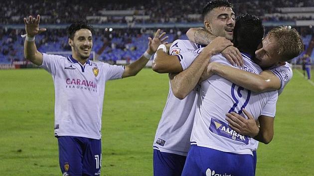 Los jugadores del Zaragoza celebran un gol ante el Tenerife.