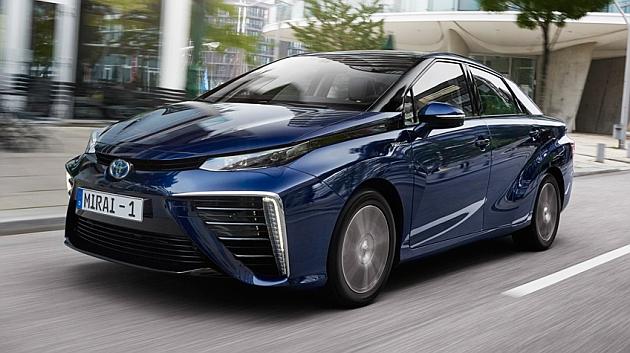 Al volante del Toyota Mirai, el coche de hidrógeno ya es real