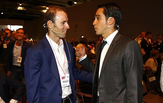 Alejandro Valverde y Alberto Contador, el 5 de octubre en la presentación del Giro. / Afp