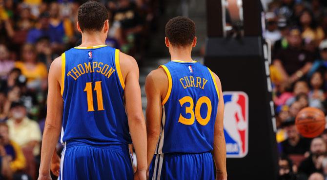 Curry y Thompson se ensañan con los Lakers en el partido de los 233 puntos