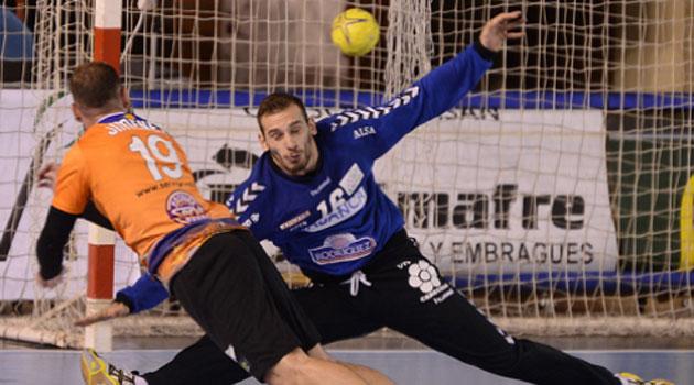El Teucro derrota al Ademar con un gol en el último segundo