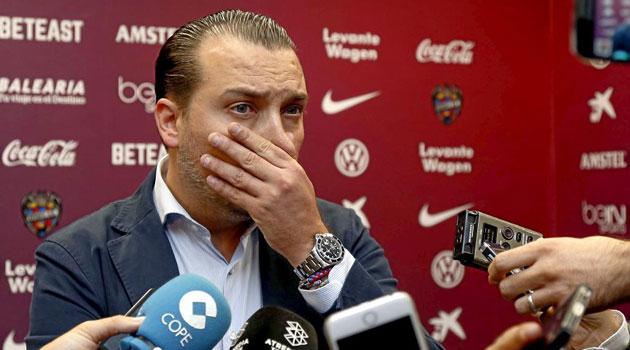 Lucas Alcaraz (49), durante el partido ante la Real./ J.A.SANZ
