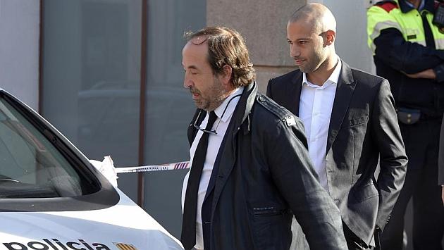 Mascherano sale con su abogado del juzgado