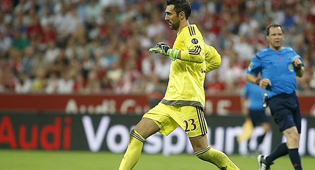 Diego López durante un partido con el Milan