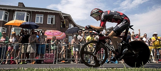 Rohan Dennis, durante la crono de la primera etapa del Tour 2015 en Utrecht (Holanda)