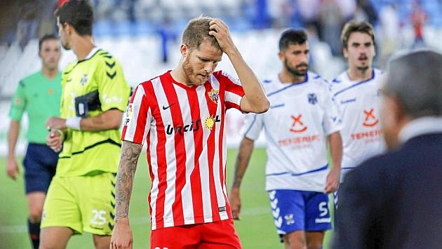 Morcillo se lamenta tras el partido ante el Tenerife.