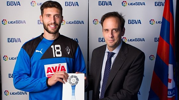 Borja Bastón, elegido mejor jugador de octubre