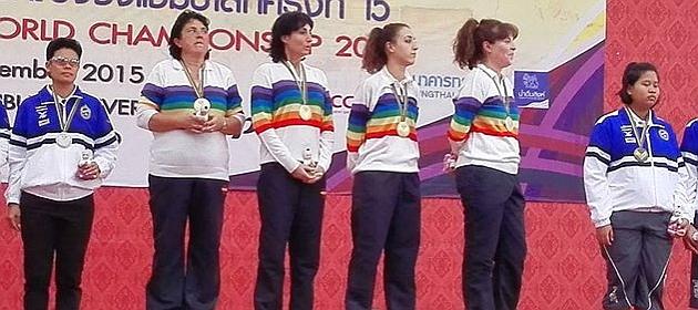 El equipo español en el podio.