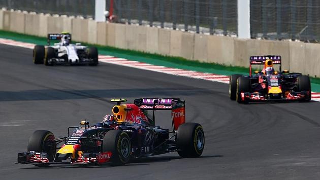 Los monoplazas de Kvyat y Ricciardo en el GP de México (Mark Thompson)