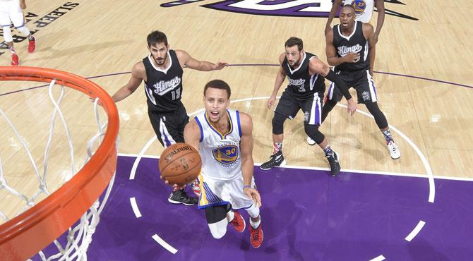Curry se sobrepone a un triple-doble de Rondo para dar la séptima seguida a sus Warriors