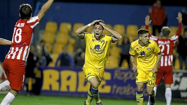 El Almería deja de ser colista pero sigue en apuros
