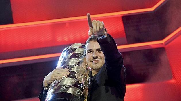 orge Lorenzo puso la última placa metálica con su nombre, antes de levantar por tercera vez la Copa de Campeones de la FIM